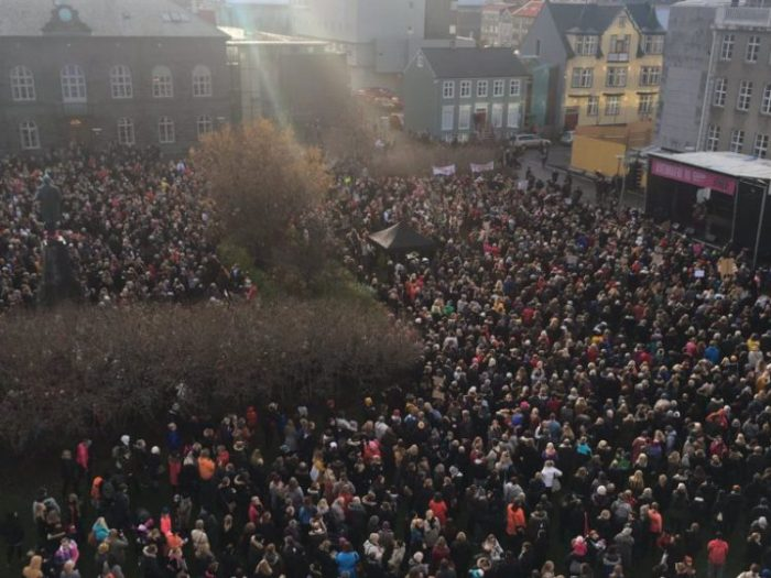 iceland-women-protest